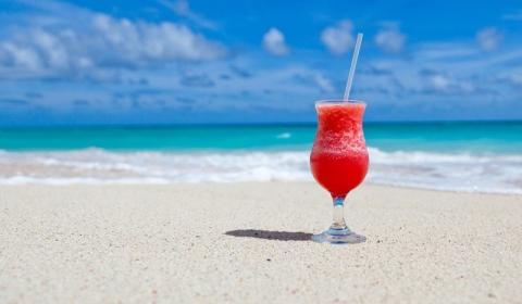 Karibik Cocktail am Strand