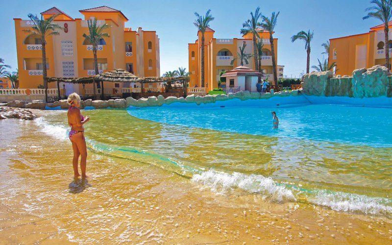 Pickalbatros-Seaworld-Resort-Pool