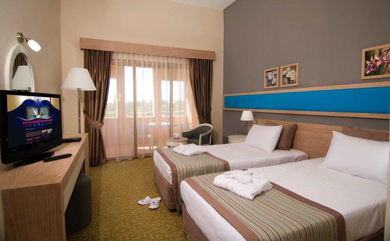 Excelsior-Hotel-Side